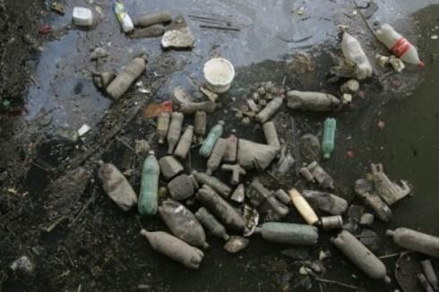 pacific-plastic-waste-via-AFP1-e1336545613582